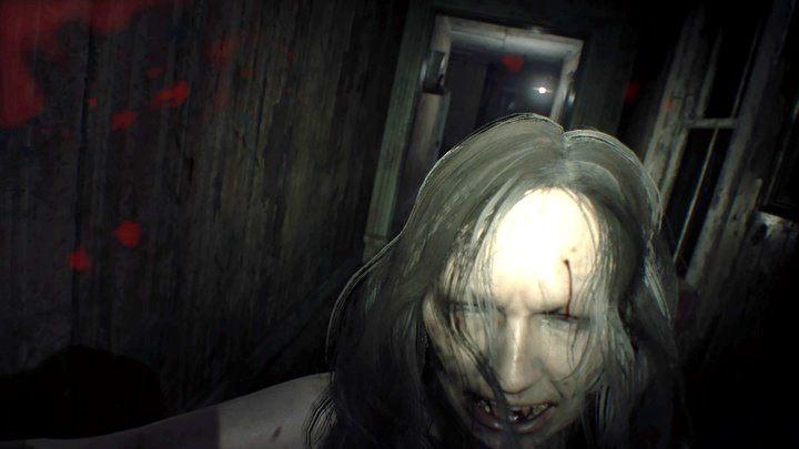 Mia będzie cię atakować, ty odpowiesz kontratakiem, lecz nie zabijesz jej całkowicie - Pensjonat (Guest house) - Resident Evil VII: Biohazard - poradnik do gry