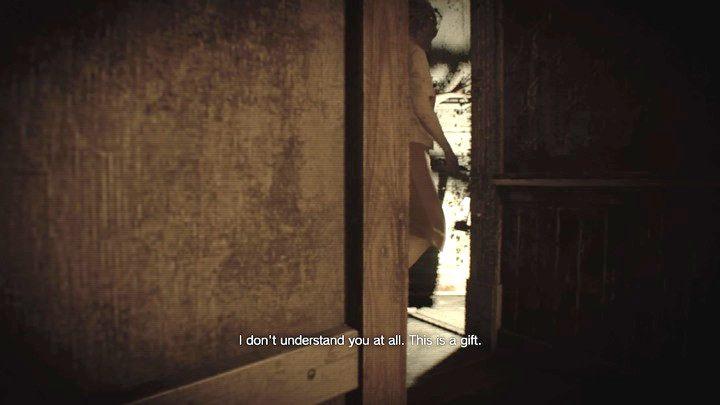 Chowaj się za pudłem i czekaj, aż Marguerite przejdzie przez drzwi - Główny hall - Resident Evil VII: Biohazard - poradnik do gry