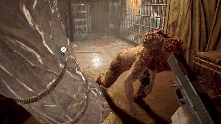 Gdy Jack pochyla się, możesz skutecznie popychać na niego worki z ciałami - Piwnica - Resident Evil VII: Biohazard - poradnik do gry