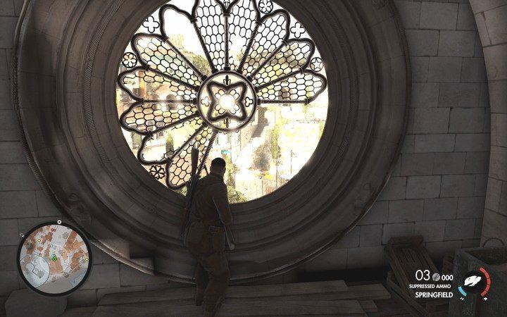 Okno w kościele daje widok na cały plac i pozwala szybko ukryć się przed wrogim ostrzałem - Znajdź kwaterę partyzantów - Sniper Elite 4 - poradnik do gry
