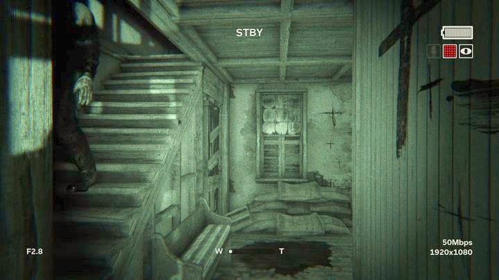 Otrzymasz kilka ciosów i spadniesz ze schodów - Kaplica - Outlast 2 - poradnik do gry