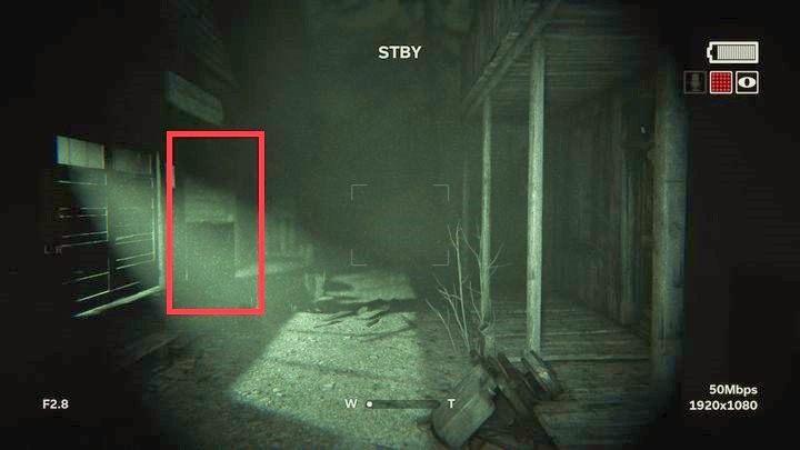 Szybko po lewej stronie znajdziesz kolejny budynek z zapalonym światłem - Kaplica - Outlast 2 - poradnik do gry
