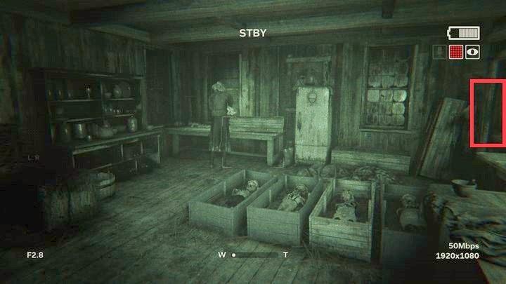Na szczycie drewnianej wieży znajdziesz baterię - Droga do kopalni - Outlast 2 - poradnik do gry