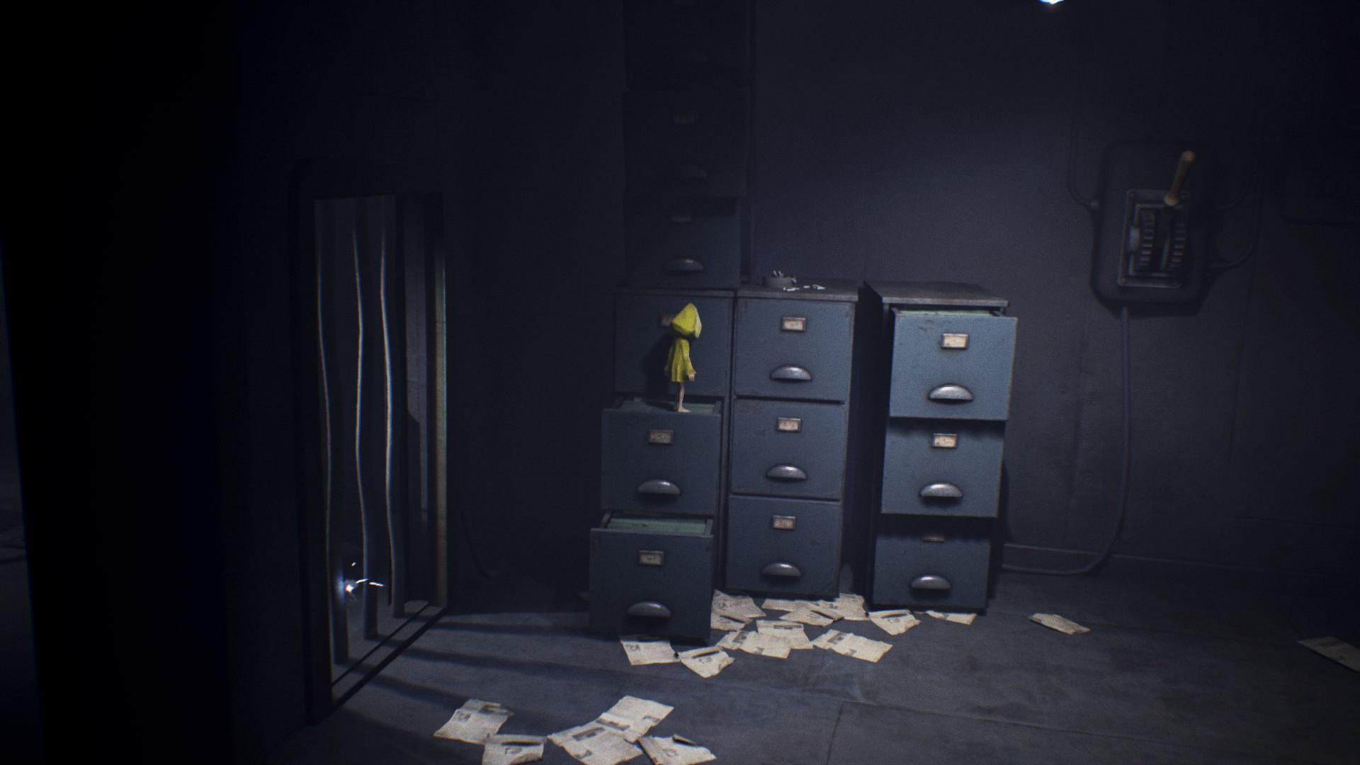 Stwórz z szuflad przejście i wskocz na dźwignię - Przejście przez kratę pod napięciem | The Prison - Little Nightmares - poradnik do gry