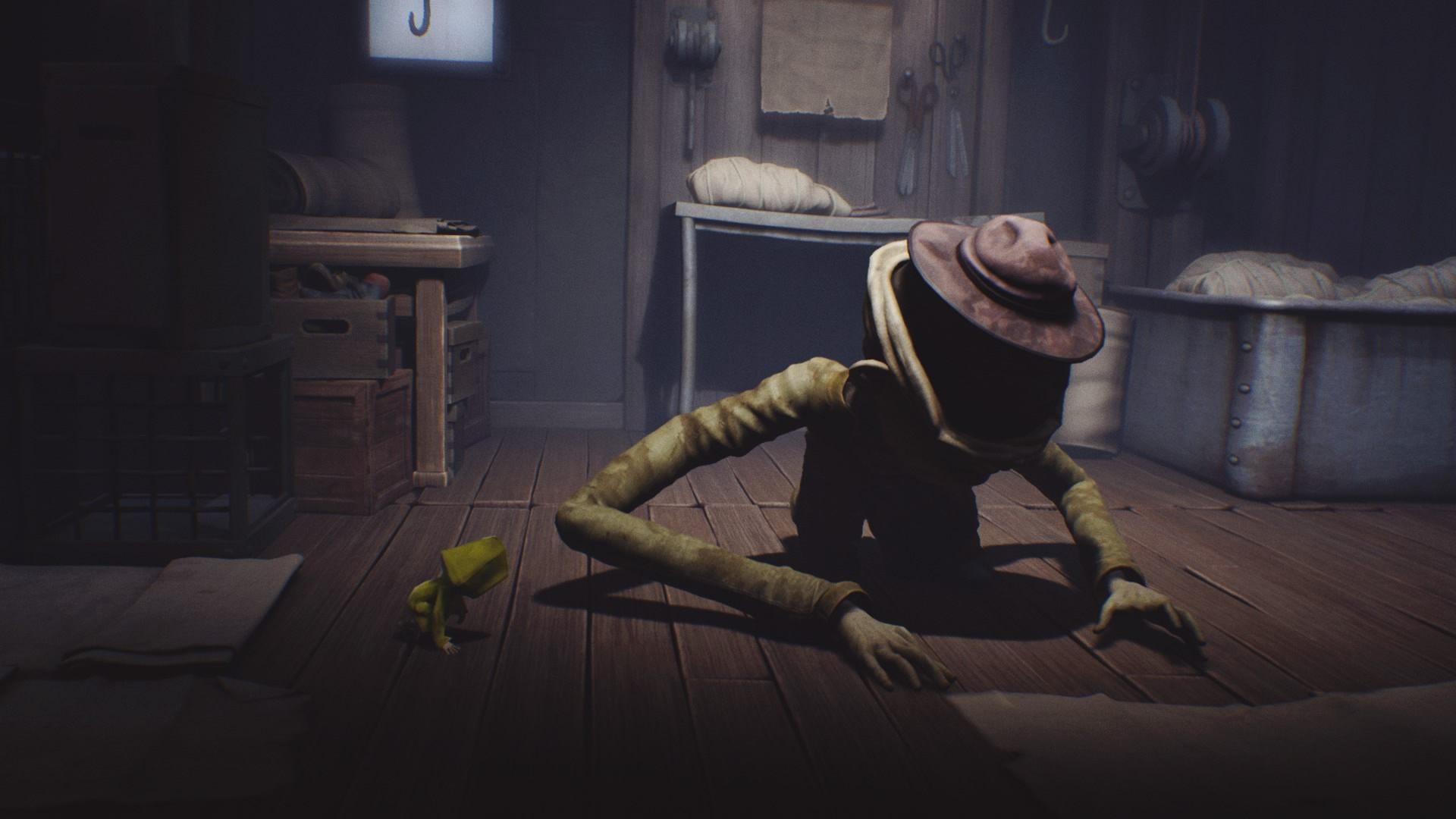Skorzystaj z tego, że przeciwnik cię nie widzi i poczekaj, aż zacznie krążyć po pokoju. - Ucieczka z klatki i pierwsze spotkanie z niewidomą istotą | The Lair - Little Nightmares - poradnik do gry