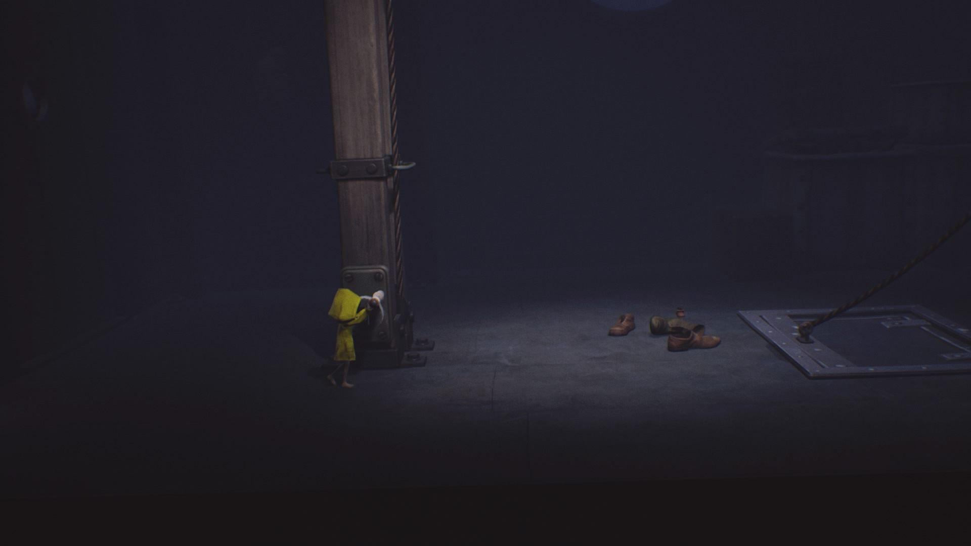 Uruchom dźwignię i szybko wskocz we właz, by uniknąć złapania! - Ucieczka z klatki i pierwsze spotkanie z niewidomą istotą | The Lair - Little Nightmares - poradnik do gry