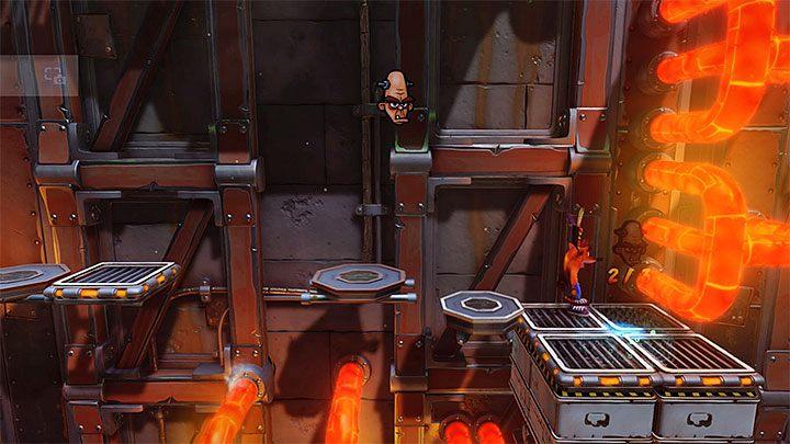 Podczas badania tej części fabryki zatrzymaj się na pokazanej na obrazku większej prawej półce - Heavy Machinery | Cortex Island | Opis przejścia - Crash Bandicoot N. Sane Trilogy - poradnik do gry