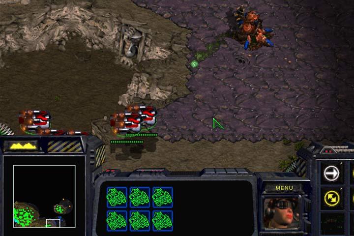 Duża grupa transportowców może przekraść się pomiędzy linią obrony Zergów i dotrzeć do wyznaczonego miejsca. Trzymaj się dołu mapy i nie zapomnij wziąć ze sobą Raynora! - Misja 6 - Norad II | Kampania Terran - StarCraft: Remastered - poradnik do gry