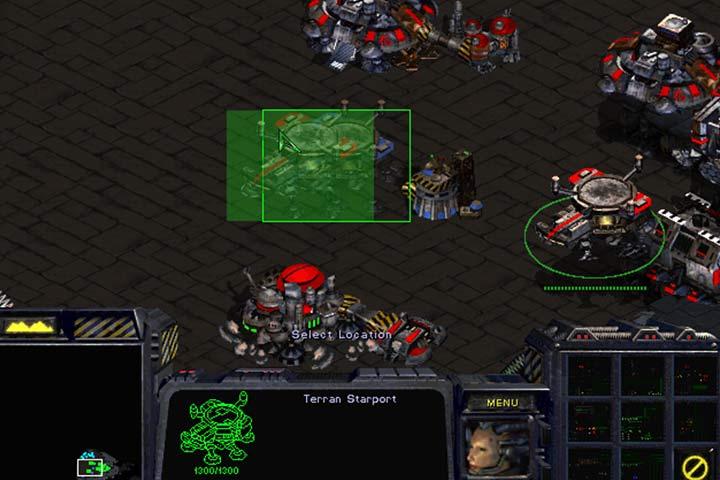 Przejmij kontrolę nad pozostawionymi dobudówkami, zwyczajnie stawiając swoje budynki obok ich pozycji. - Misja 8 - The Big Push | Kampania Terran - StarCraft: Remastered - poradnik do gry