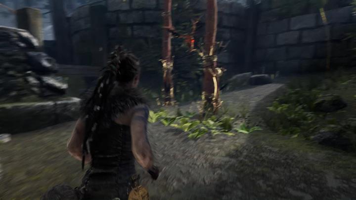 Przejdź przez bramę i idź w kierunku lasu. - Iluzje Valravna i drugie wrota | Legowisko Valravna | Opis przejścia - Hellblade: Senuas Sacrifice - poradnik do gry