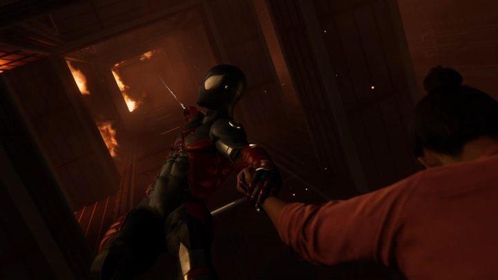 Po wstawce filmowej, czeka na ciebie krótka sekwencja naciskania przycisków na ekranie - Z deszczu pod rynnę... - Solucja Marvels Spider-Man - Marvels Spider-Man - poradnik do gry