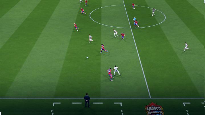 Najlepszym sposobem na zakończenie rozgrywanej akcji jest dobre podanie w tempo do wychodzącego zawodnika w taki sposób, aby znalazł się on za plecami obrońców - Zakończenie ataku w FIFA 19 - FIFA 19 - poradnik do gry