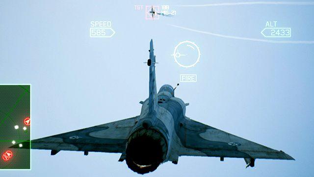 Perfekcyjna sytuacja. Widzimy dyszę silnika wroga, jesteśmy bezpośrednio za nim i poruszamy się w tym samym kierunku. Wystrzelona rakieta trafi bez problemu. - Dlaczego rakiety nie trafiają w cel mimo pełnego namierzenia? - Ace Combat 7 Skies Unknown - poradnik do gry
