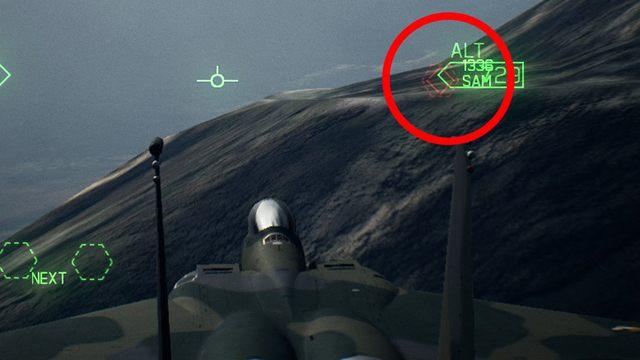 W jednej i drugiej sytuacji nie mamy żadnych szans na trafienie, bo cel ukrywa się za naturalną przeszkodą terenową - wystrzelona rakieta przeleci nad nim albo uderzy w linii prostej w ziemię. - Dlaczego rakiety nie trafiają w cel mimo pełnego namierzenia? - Ace Combat 7 Skies Unknown - poradnik do gry