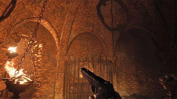 Снос стены позволит вам добраться до добычи, но, что более важно, теперь вы можете зажечь одну из жаровен, висящих на цепях - Resident Evil Village: Treasure Map - где сокровище? - Руководство по игре Resident Evil Village