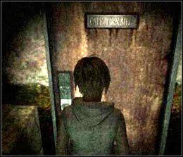 Skieruj si� do niewielkich drzwi (tu� obok eksponatu) - [Solucja] Shopping Mall cz.6 - Silent Hill 3 - poradnik do gry