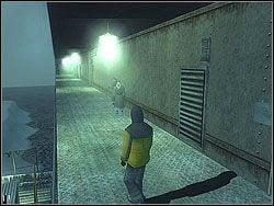 Wejd� na statek i skorzystaj jak m�wi� stra�nik z drugich drzwi na prawo - The Bjarkhov Bomb - Opis (1) - Misja 3 - Hitman: Kontrakty - poradnik do gry