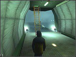 Wr�� do hangaru po przebranie Fuchsa - The Bjarkhov Bomb - Opis (2) - Misja 3 - Hitman: Kontrakty - poradnik do gry