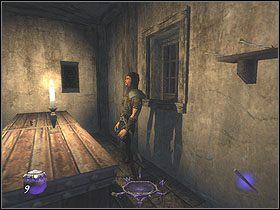 Zabierz dwie strzały z półki oraz dwie sztuki srebrnych monet (2x50) ze stołu, po czym ogłusz strażnika - Dzień pierwszy [Opis 5] - Miasto - Thief: Deadly Shadows - poradnik do gry