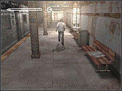 Zejd� po schodach i udaj si� dalej w tym samym kierunku - Podziemne przej�cie (6) - Etap 2 - Silent Hill 4: The Room - poradnik do gry