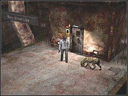 Na dole natrafisz na kilka ps�w, do kt�rych zabicia mo�esz pos�u�y� si� pistoletem - Podziemne przej�cie (7) - Etap 2 - Silent Hill 4: The Room - poradnik do gry