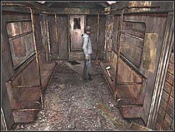 W jednym z wagon�w na siedzeniu znajdziesz kij golfowy (Golf 9-Iron) - Podziemne przej�cie (7) - Etap 2 - Silent Hill 4: The Room - poradnik do gry