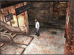 Wyjd� z poci�gu przez pobliskie drzwi i udaj si� w kierunku ruchomych schod�w - Podziemne przej�cie (7) - Etap 2 - Silent Hill 4: The Room - poradnik do gry