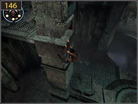 Wspinamy się po filarze stojącym na środku pomieszczenia [145] i zawieszeni na gzymsie przesuwamy się na drugą stronę [146] - Południowe przejście - teraźniejszość (3) - Mroczna dłoń losu - Prince of Persia: Dusza Wojownika - poradnik do gry