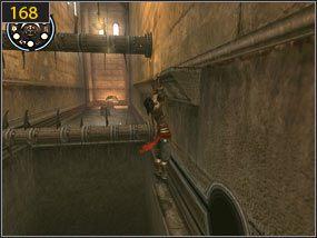 Kolejne przeszkody są coraz bardziej skomplikowane - biegnąc po ścianie [167] musimy się odbić od niej, aby wskoczyć na wystający parapet [168] - Pomocna dłoń - Hol centralny - przeszłość - Prince of Persia: Dusza Wojownika - poradnik do gry