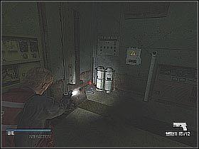 Po przeszukaniu całego pomieszczenia skieruj się do schodów znajdujących niedaleko miejsca, w którym leżała apteczka - Free Anna (1) - Statek - Cold Fear - poradnik do gry