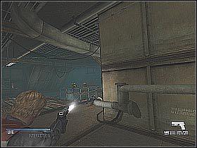 W trakcie walki możesz pomóc sobie strzelając w białe beczki, które ukazałem na pierwszym screenie - Free Anna (2) - Statek - Cold Fear - poradnik do gry