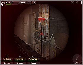 Zastrzel wszystkich, którzy wyjdą z budynku znajdującego się na skrzyżowaniu z prawej, a następnie rusz z oddziałem drogą z prawej - Misja 4 - Close Combat: First to Fight - poradnik do gry