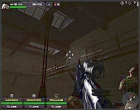 Przed opuszczeniem budynku, podejdź do muru wychodzącego na ulicę z prawej i lekko wychyl się w lewo - Misja 4 - Close Combat: First to Fight - poradnik do gry