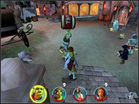 Biegniemy w stronę rycerza, czekamy, aż przestanie wywijać mieczem, i atakujemy go wszystkimi siłami - [Solucja] Etap 2 - Straszny Las cz.3 - Shrek 2: Team Action - poradnik do gry
