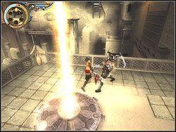 Skocz na plecy temu z nieprzyjaciół, który cały czas spaceruje (użyj speed killa), a po zasztyletowaniu go zajmij się drugim - [12] The Fortress (twierdza) - Prince of Persia: Dwa Trony - poradnik do gry