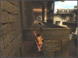Wbiegnij na mur pod najniższą przyścienną kładką, złap się jej brzegów i wdrap na nią - [12] The Fortress (twierdza) - Prince of Persia: Dwa Trony - poradnik do gry