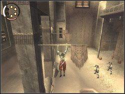 Gdy zako�czysz eksploatacj� placu, pobiegnij na jego �rodek - [12] The Fortress (twierdza) - Prince of Persia: Dwa Trony - poradnik do gry