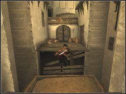 Przy p�on�cych wrotach skr�� w lewo za za�om muru - [13] The Lower City (dolne miasto) - Prince of Persia: Dwa Trony - poradnik do gry
