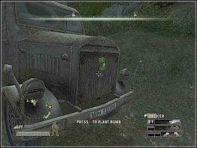 Obejd� pobliski dom i wejd� do �rodka przez drewniane drzwi - Misja 3 - A Traitor? - Solucja - Commandos: Strike Force - poradnik do gry