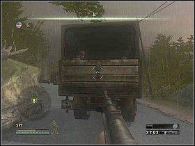 Wyeliminuj strzelcem jak największą grupę osób, po czym przełącz się na szpiega i dobij wszystkich, którzy jeszcze żyją [1] - Misja 4 - Under Their Noses - Solucja - Commandos: Strike Force - poradnik do gry