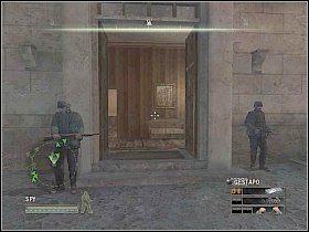 Skieruj się na schody z prawej i po dotarciu na ich szczyt udaj się do pokoju z oficerem i żołnierzem - Misja 5 - Resistance - Solucja - Commandos: Strike Force - poradnik do gry