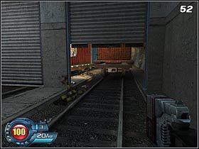 Wyskocz z kontenera na ziemię i skręć w prawo - Docks - Trainyard - Solucja - SiN Episodes: Emergence - poradnik do gry