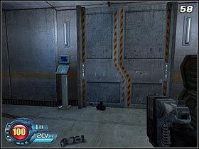 W małym pomieszczeniu znajduje się stacja lecznicza, niestety bez kanistra - Docks - Trainyard - Solucja - SiN Episodes: Emergence - poradnik do gry