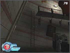 Za szklanymi drzwiami czeka Cię mała przeprawa z dużą liczbą żołnierzy wroga oraz stacjonarnym działkiem podwieszonym pod sufitem - U4 Laboratory - Laboratory - Solucja - SiN Episodes: Emergence - poradnik do gry