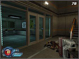 Laboratorium będzie chronione pole siłowym (#78), dlatego też wyjdź po schodach na górę - U4 Laboratory - Laboratory - Solucja - SiN Episodes: Emergence - poradnik do gry
