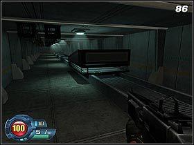 Wciśnij przycisk w wagoniku (#86) i poczekaj, aż rozniesie on w drobny mak ścianę na końcu korytarza - U4 Laboratory - Laboratory - Solucja - SiN Episodes: Emergence - poradnik do gry