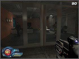 Skręć w prawo i użyj schodów aby dostać się na górę - U4 Laboratory - Laboratory - Solucja - SiN Episodes: Emergence - poradnik do gry
