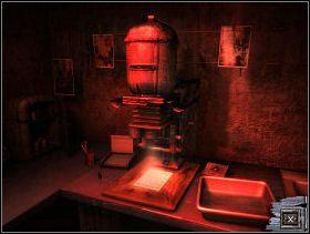 Wejdź do ciemni i podejdź do urządzenia stojącego po lewej stronie - MIASTO MADARGAN cz.1 - Paradise - poradnik do gry