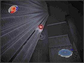 Następnie podejdź do planów, leżących na stole z lewej [1] - Part 2 - Subway Disaster - Mad Bomber - Spider-Man 3: The Game - poradnik do gry