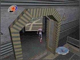 W następnym pomieszczeniu czeka cię pojedynek ze sporą liczbą wrogów - Part 4 - Caryles Plan - Mad Bomber - Spider-Man 3: The Game - poradnik do gry